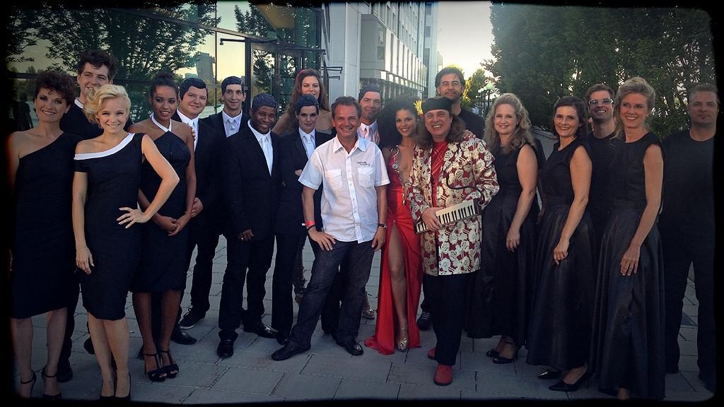 """Backstage mit allen Künstlern beim """"Drei""""-Event, 2013 in Wien"""